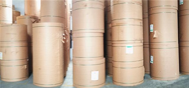 食品级牛卡纸 又名:食品级牛皮纸,,颜色:棕褐色,定量:160g-450g;;规格:790mm-2500mm;;主要用途:制做食品包装袋,食品包装盒,披萨盒,咖啡杯,快餐盒,便当盒;纸张特点:具有FDA认证,PEFC森林认证,不含重金属,纯木浆制造,无再生浆成份,颜色稳定,耐折度和耐破度好,印刷效果好。质量稳定,价格实惠。咨询牛皮纸价格找牛皮纸厂家——美益合纸业. ---双击进入查看产品详情---
